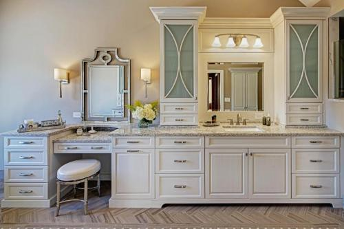 Delightfully Tranquil Master Bath