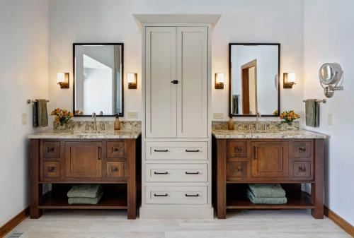 Clean-Line Craftsman Master Bath