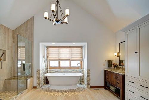 Clean-Line Craftsman Master Bath