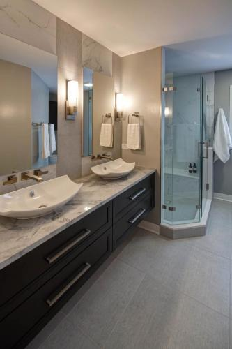Sleek And Modern Master Bath