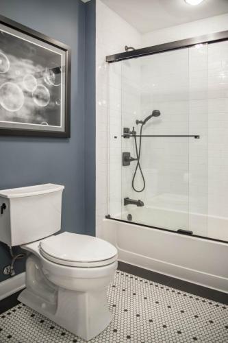 Modern Retro Hall Bath